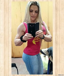 perfect babe with strong body and toned bottom picture from g+
