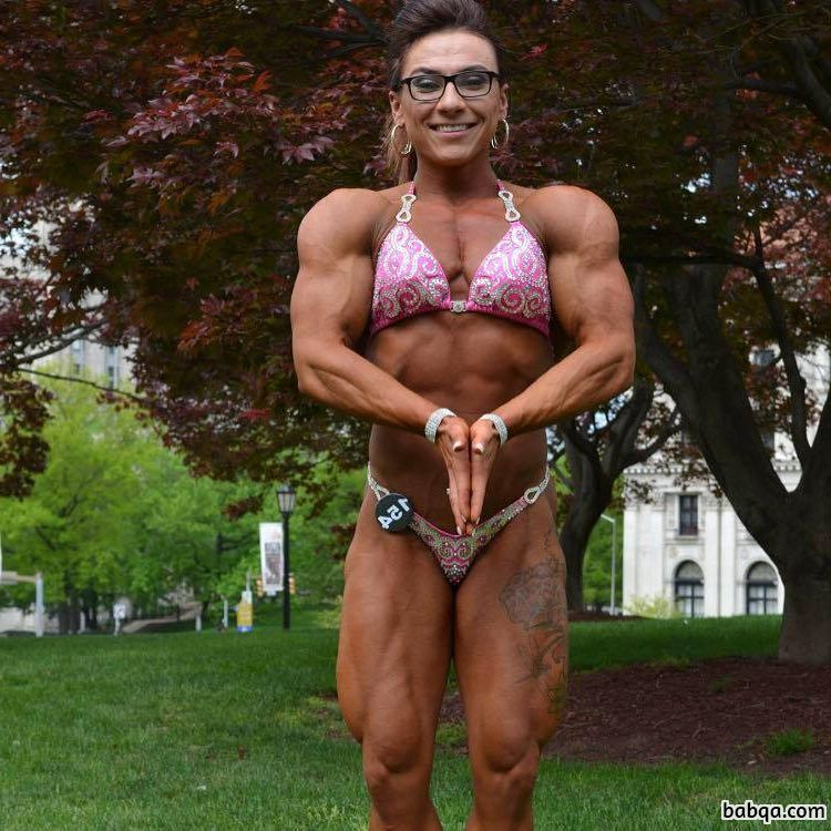 spicy chick with strong body and muscle legs post from insta