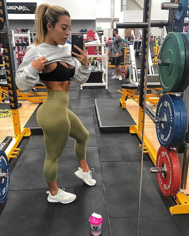 beautiful babe with fitness body and toned booty image from g+