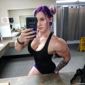 beautiful woman with strong body and muscle arms picture from reddit