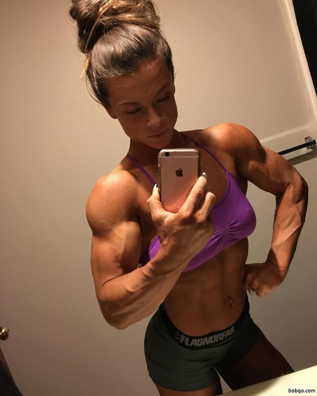 spicy female bodybuilder with muscular body and toned ass pic from insta