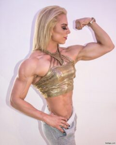 perfect lady with muscle body and muscle bottom post from facebook