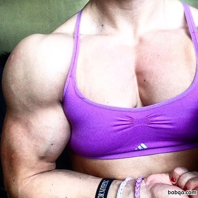 cute female bodybuilder with fitness body and muscle legs post from g+