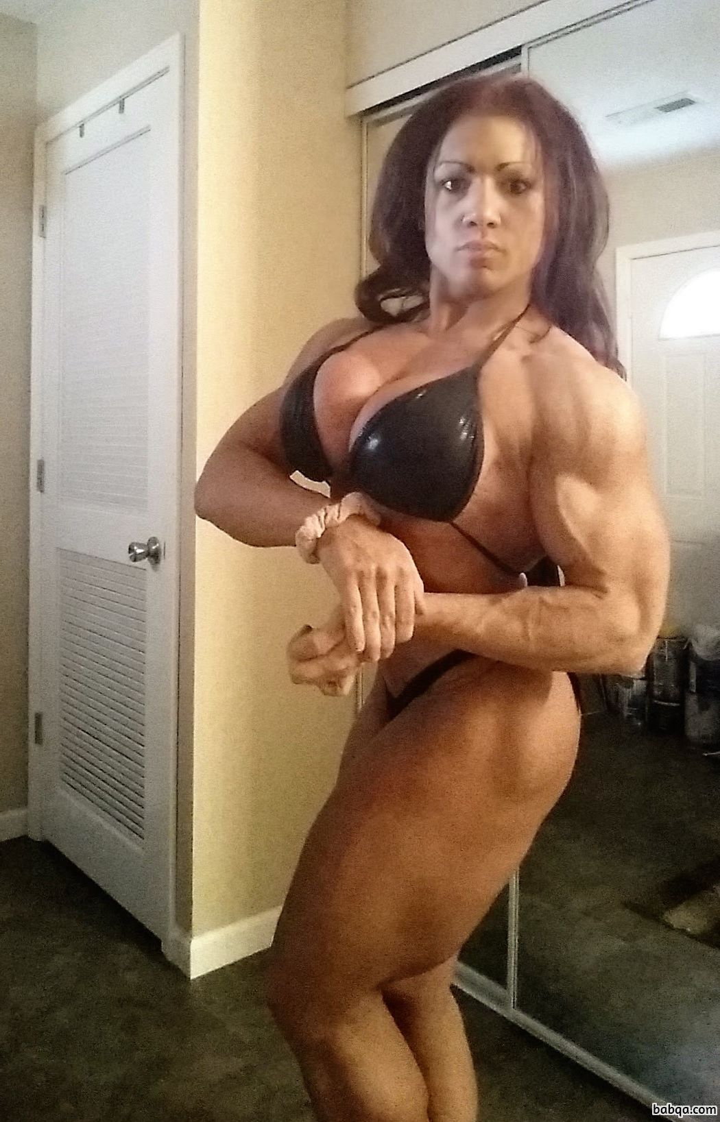 sexy woman with muscle body and toned arms photo from reddit