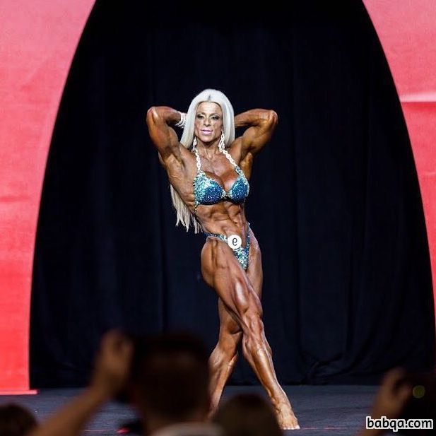 spicy female bodybuilder with strong body and toned bottom post from insta