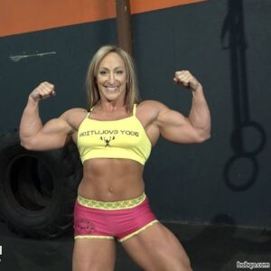 hot lady with strong body and toned arms image from insta