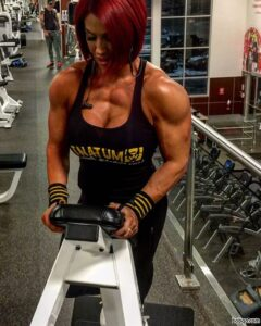 spicy female bodybuilder with strong body and muscle arms post from g+