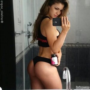perfect woman with muscular body and toned booty pic from g+