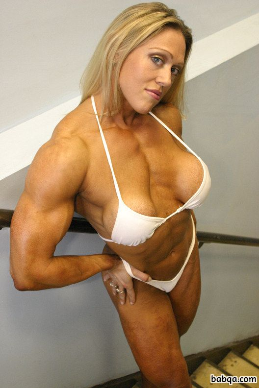 beautiful girl with strong body and toned arms image from reddit