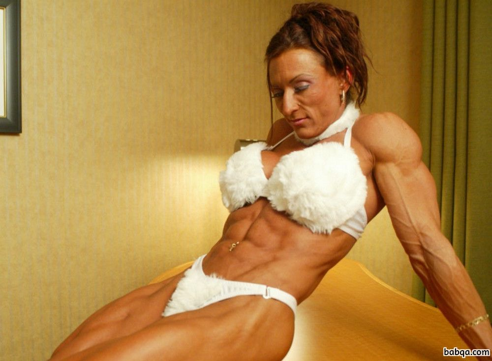 hottest girl with strong body and toned legs image from g+