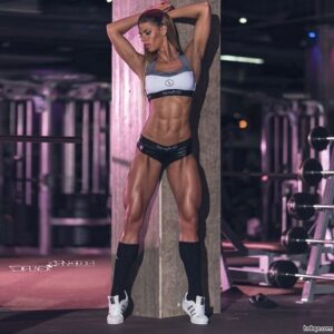 hot female bodybuilder with strong body and muscle arms post from reddit