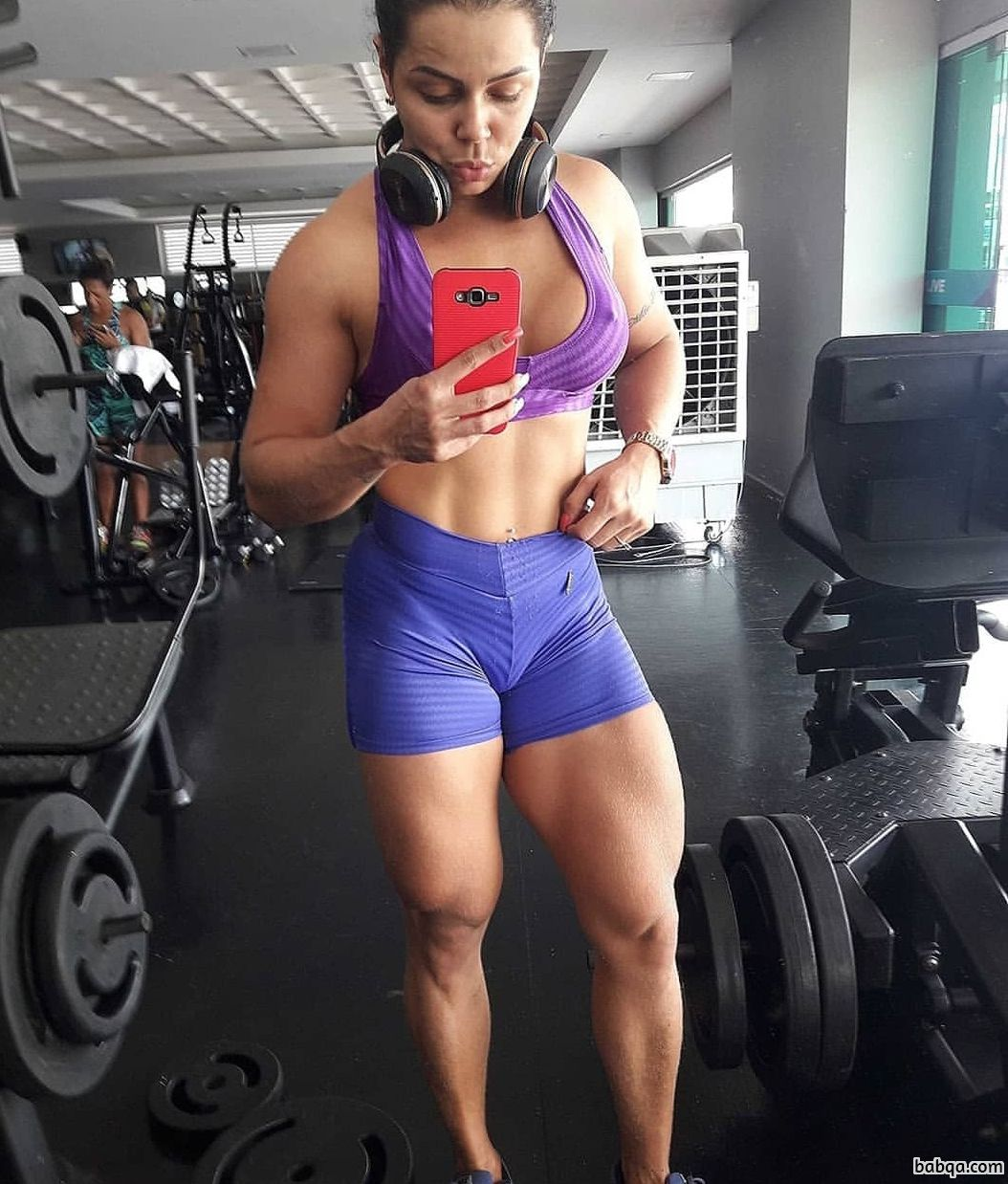 awesome woman with muscular body and muscle legs post from instagram