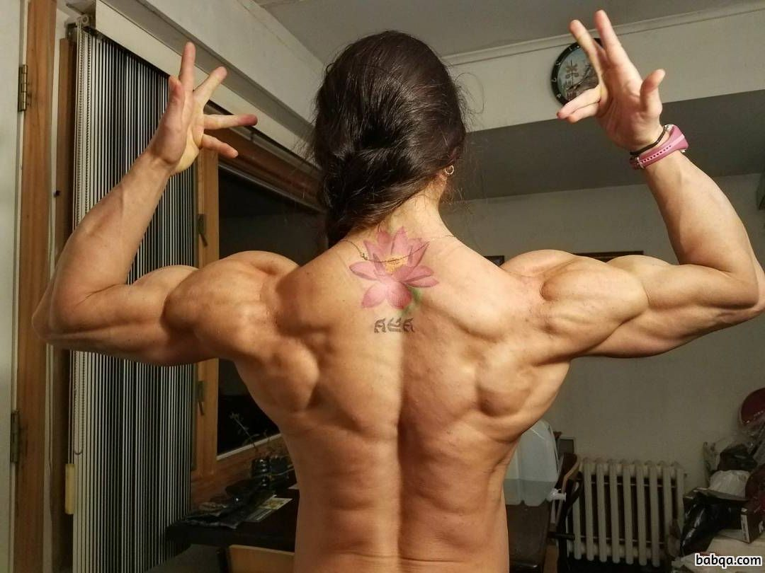 hot chick with strong body and muscle biceps pic from insta