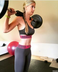 sexy chick with muscle body and toned bottom repost from reddit