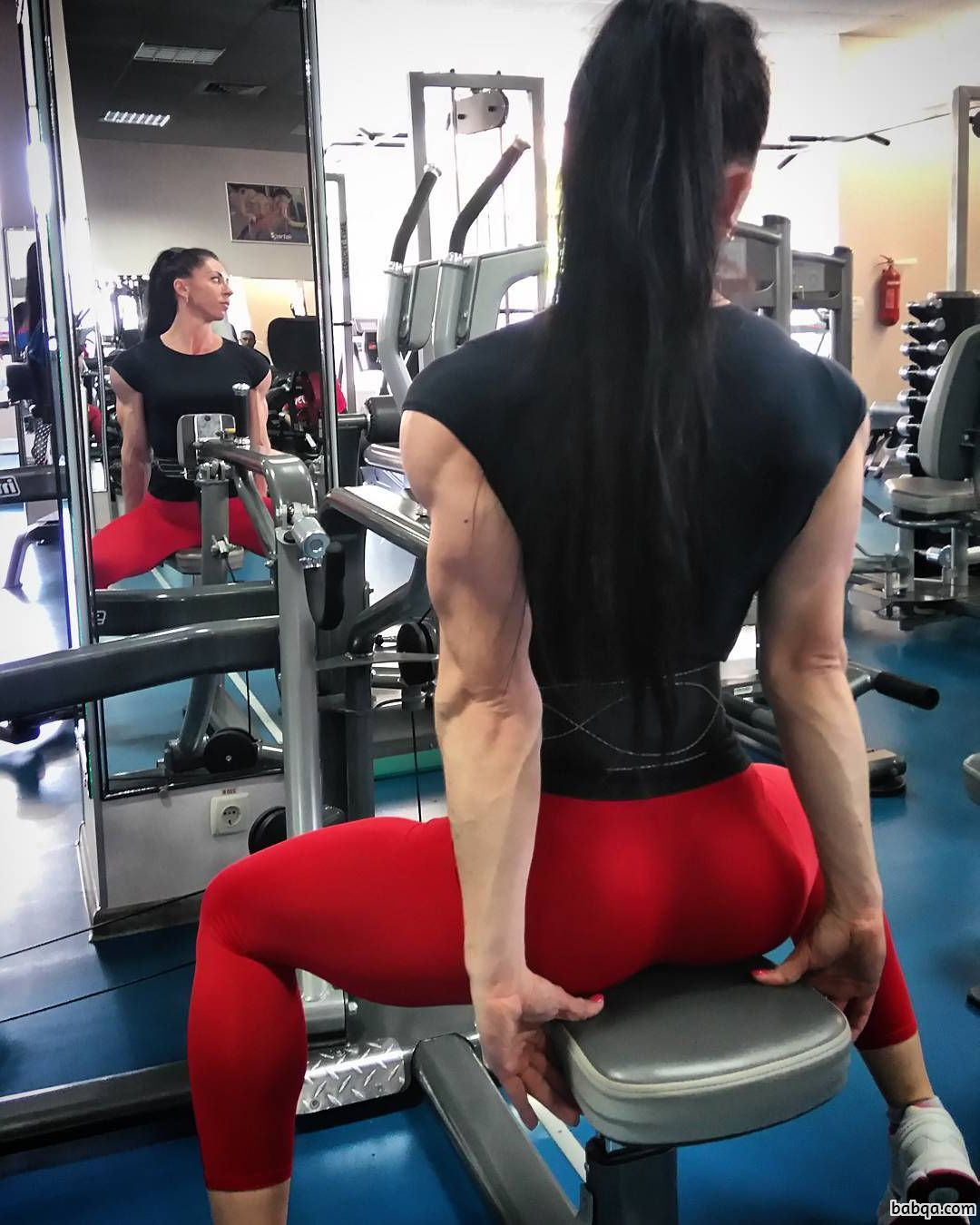 hottest female bodybuilder with strong body and muscle biceps image from insta