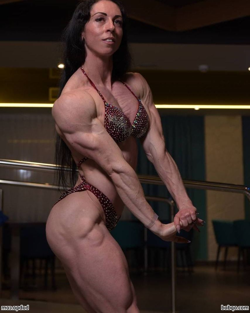sexy babe with muscle body and muscle legs picture from facebook